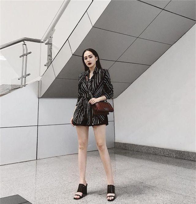 Em họ Hương Tràm: Thích mặc mốt giấu quần, trẻ đẹp gợi cảm không kém chị - 15..jpg