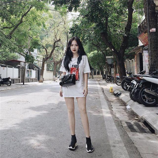 Em họ Hương Tràm: Thích mặc mốt giấu quần, trẻ đẹp gợi cảm không kém chị - 4..jpg