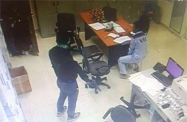 Nóng: 2 đối tượng dùng súng cướp tiền ở Trạm thu phí cao tốc đã bị bắt - 2