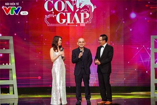 Nhà báo Lại Văn Sâm trò chuyện cũng Mỹ Tâm và nhạc sĩ Đức Trí tại 12 Con giáp 2019.