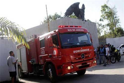 Xe cứu hỏa tại hiện trường vụ cháy ở trung tâm huấn luyện câu lạc bộ Flamengo. (Ảnh: Reuters)