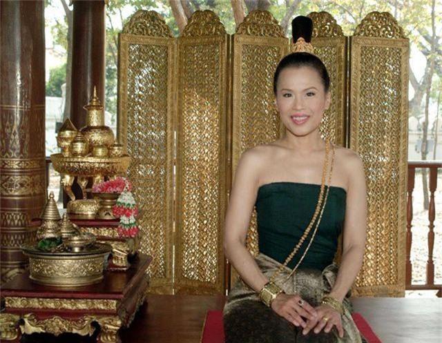 """Chân dung """"bóng hồng"""" hoàng gia tranh cử thủ tướng Thái Lan - 2"""