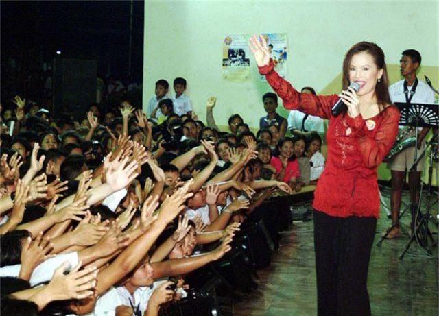 """Chân dung """"bóng hồng"""" hoàng gia tranh cử thủ tướng Thái Lan - 3"""