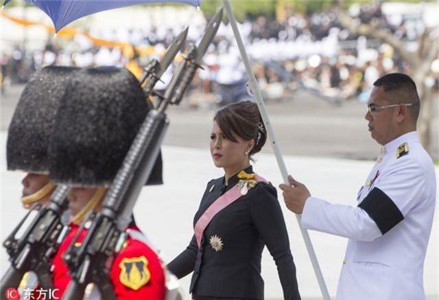 """Chân dung """"bóng hồng"""" hoàng gia tranh cử thủ tướng Thái Lan - 5"""