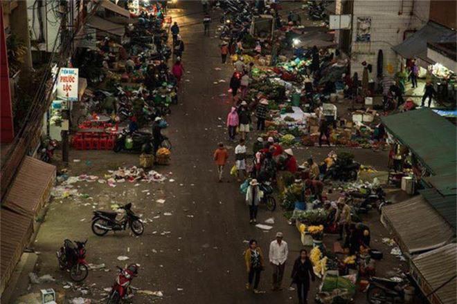 Đường phố Đà Lạt ngập ngụa trong biển rác những ngày đầu năm mới Kỷ Hợi - Ảnh 4.
