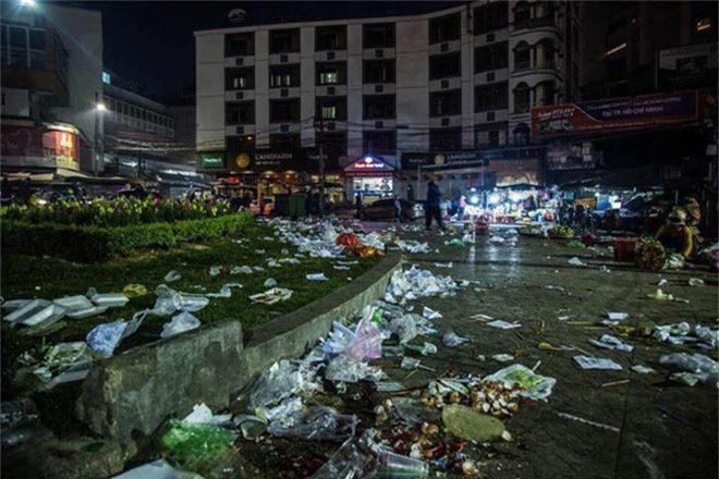 Đường phố Đà Lạt ngập ngụa trong biển rác những ngày đầu năm mới Kỷ Hợi - Ảnh 5.