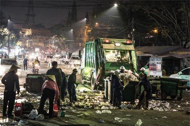Đường phố Đà Lạt ngập ngụa trong biển rác những ngày đầu năm mới Kỷ Hợi - Ảnh 7.