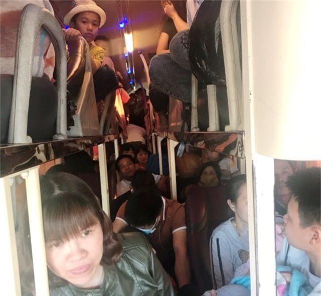 """Xe khách 40 chỗ ngồi """"nhồi"""" 60 người - 2"""