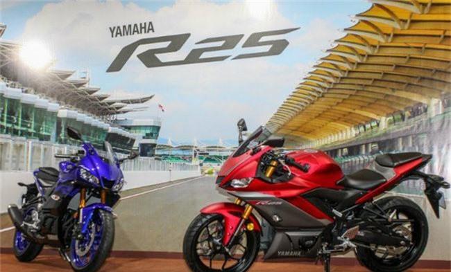 Chi tiết Yamaha YZF-R25 2019, giá gần 100 triệu. Có giá bán rẻ hơn YZF-R3 rất nhiều, 2019 Yamaha YZF-R25 đang có mặt tại các nước làng giềng không khỏi khiến dân tập chơi môtô ở Việt Nam khao khát. (CHI TIẾT)