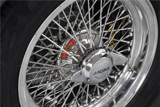 Vành nan hoa 16 inch trên xe Jaguar E-Type 3 2+2