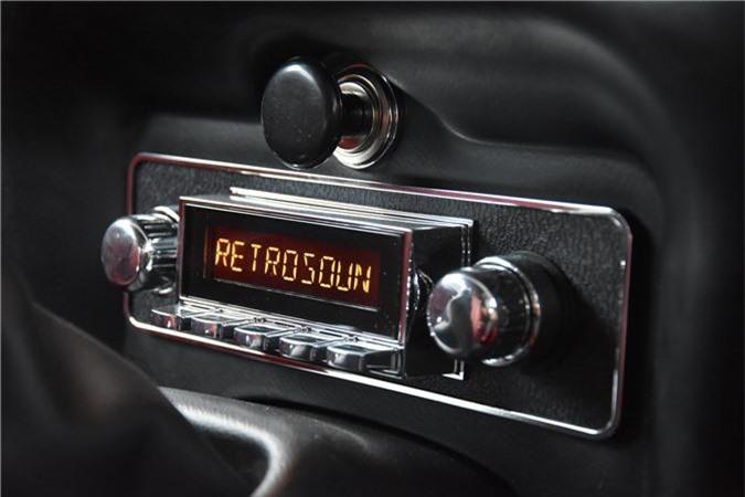 Hệ thống âm thanh trên xe Jaguar E-Type 3 2+2