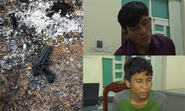 Trần Anh Tuấn và Nguyễn Vũ Hoàng Nam (áo sơ mi sẫm) 2 nghi can gây ra vụ cướp.