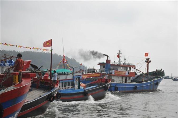 Ngư dân nô nức ra khơi đánh bắt hải sản đầu năm - Ảnh: VGP/Lưu Hương