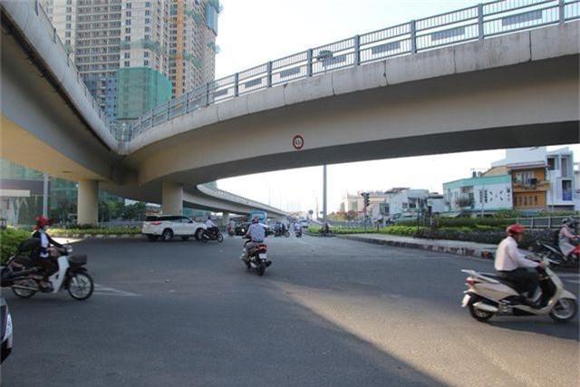 Đường phố Sài Gòn thênh thang đến lạ trong ngày làm việc đầu năm - 14