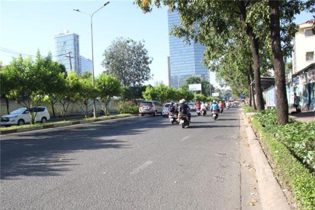 Đường phố Sài Gòn thênh thang đến lạ trong ngày làm việc đầu năm - 16
