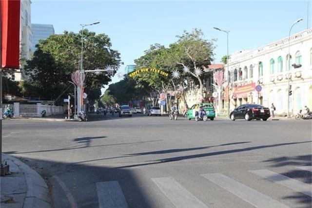 Đường phố Sài Gòn thênh thang đến lạ trong ngày làm việc đầu năm - 19