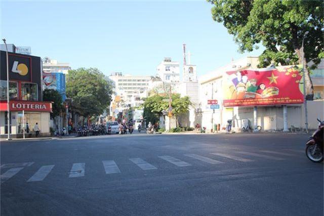 Đường phố Sài Gòn thênh thang đến lạ trong ngày làm việc đầu năm - 20