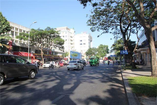 Đường phố Sài Gòn thênh thang đến lạ trong ngày làm việc đầu năm - 21