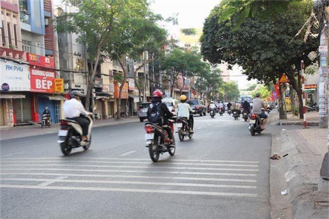 Đường phố Sài Gòn thênh thang đến lạ trong ngày làm việc đầu năm - 8