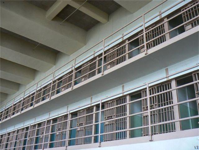 Ông cụ 68 tuổi đi cướp ngân hàng để được trở lại nhà tù - 1