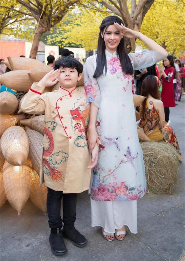 Vợ chồng Hà Tăng diện áo dài cực đẹp đôi, Mỹ Tâm giản dị với... dép tổ ong - 10