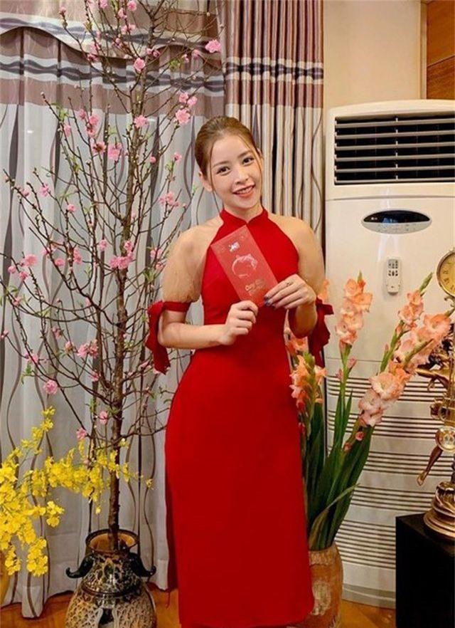 Vợ chồng Hà Tăng diện áo dài cực đẹp đôi, Mỹ Tâm giản dị với... dép tổ ong - 4