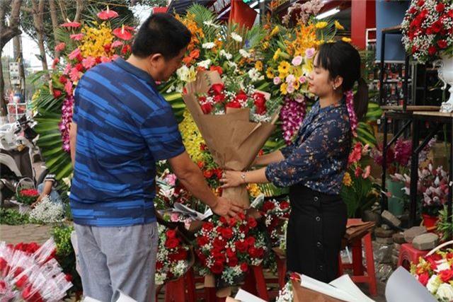 Đa dạng thị trường quà tặng Valentine nhưng sức mua khá yếu - 13