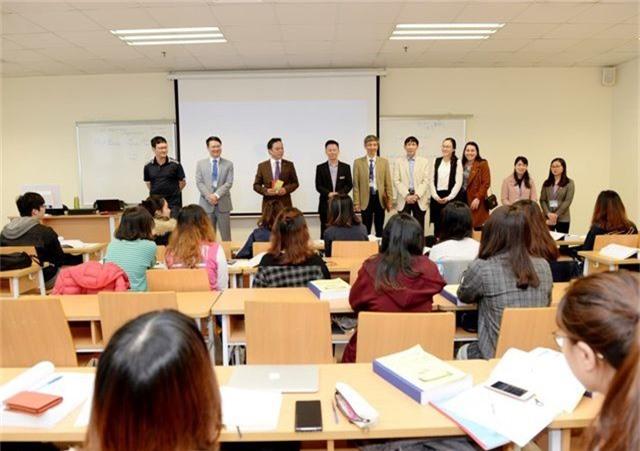 Hiệu trưởng trường ĐH Kinh tế quốc dân lì xì tới từng sinh viên - 2