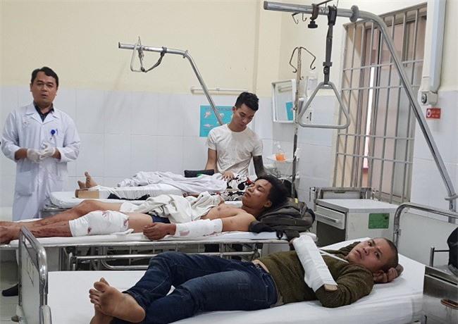 Các nạn nhân vụ tai nạn đang điều trị tại Bệnh viện đa khoa tỉnh Khánh Hoà (Ảnh: VH)