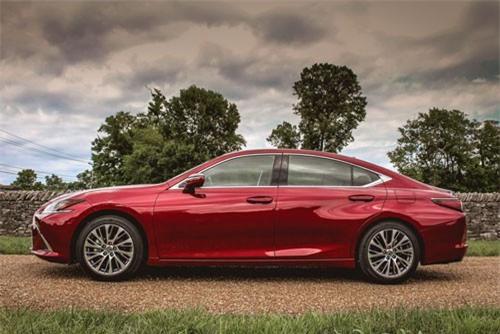 7. Lexus ES 350 2019 (giá khởi điểm: 39.500 USD).