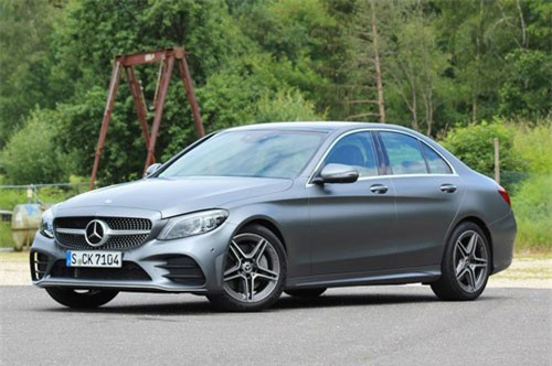 9. Mercedes-Benz C300 2019 (giá khởi điểm: 42.395 USD).