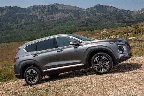 2. Hyundai Santa Fe 2019 (giá khởi điểm: 25.750 USD).