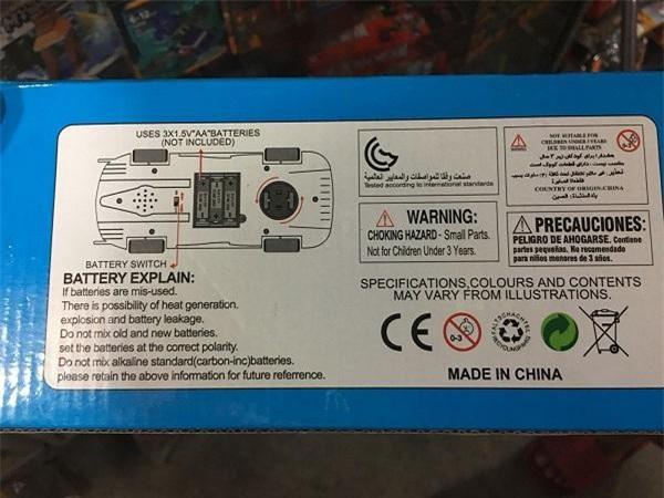 Mẫu đồ chơi đóng hộp này có nguồn gốc Trung Quốc nhưng không thể tìm thấy nhãn phụ tiếng Việt và dấu CR đâu (Ảnh: VĐ)