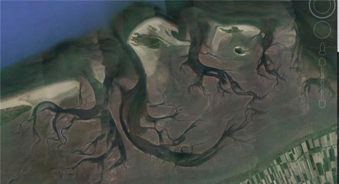 bat ngo voi nhung buc anh thu vi tim duoc tren google earth hinh 6