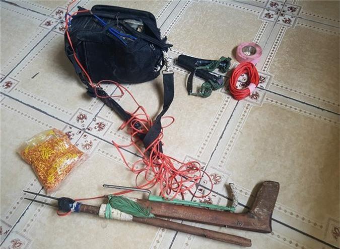 Bắt hai người trộm chó có súng chích điện và bột ớt - ảnh 2