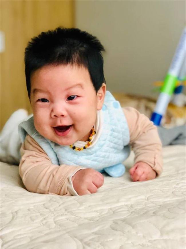 2 năm 2 đứa, mẹ 9X vẫn nhàn tênh nhờ bí quyết luyện con ngủ xuyên đêm từ khi mới sinh - Ảnh 7.
