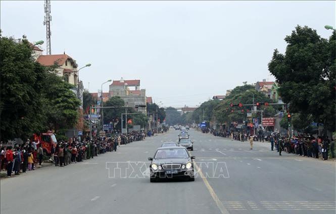 Đoàn xe đến địa phận Bắc Giang (Ảnh: TTX)