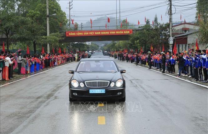 Đoàn xe tháp tùng Chủ tịch Kim Jong-un rời Lạng Sơn (Ảnh:TTX)