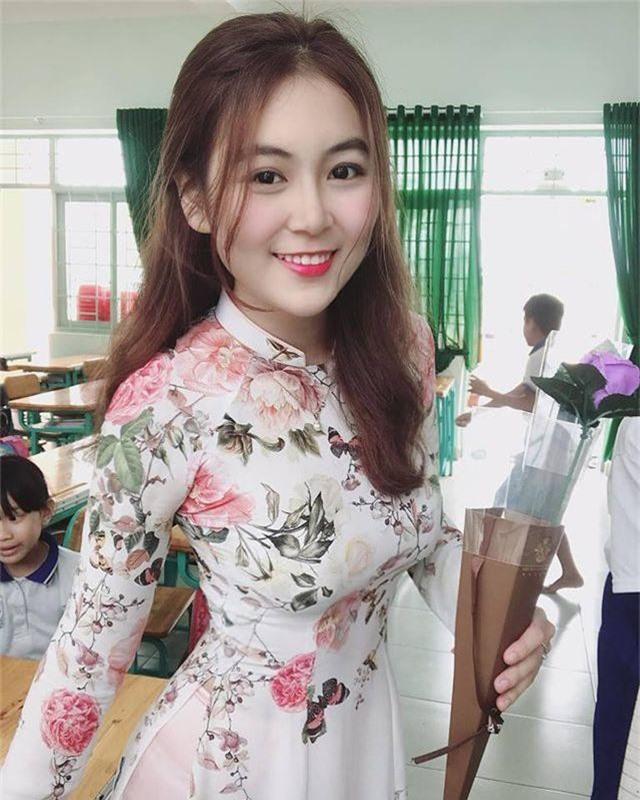 Cô giáo thực tập có vòng eo 58 cm khoe thân hình quyến rũ - 1