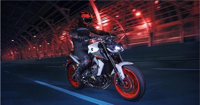 Yamaha MT-09 2019 - đối thủ của Ducati Monster và Kawasaki Z900 trình làng. Thay đổi duy nhất trong phiên bản năm 2019 của MT-09 là bổ sung tùy chọn màu. Cụ thể, ngoài hai bản màu Yamaha Blu và Tech Black, thì nay MT-09 có thêm màu Night Fluo. (CHI TIẾT)