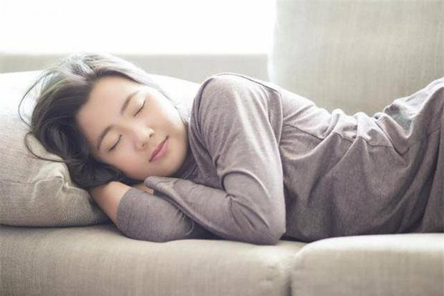 Giấc ngủ ban ngày không được sâu như ban đêm.