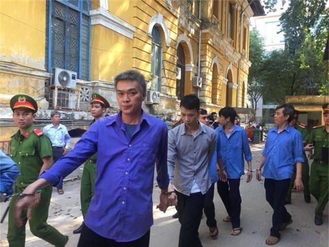 https://doanhnghiepvn.vn/phap-luat/phu-yen-bi-ban-danh-chet-vi-la-lon-tieng-khi-choi-game/20190301073110544