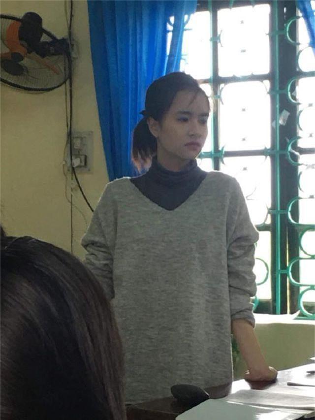 Cô giáo thực tập xinh đẹp có khuôn mặt trẻ thơ - 1