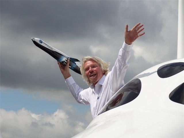 Tỷ phú Richard Branson, ông trùm kinh doanh, nhà đầu tư, nhà từ thiện, nhà sáng lập Tập đoàn Virgin toàn cầu với hơn 400 công ty.