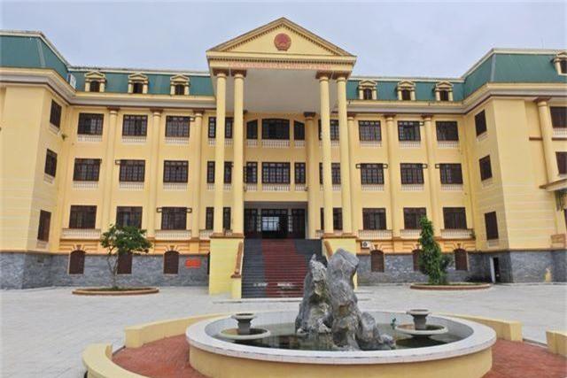 TAND tỉnh Hòa Bình nơi  xử phúc thẩm vụ án chạy thân vào tháng 4-2019 .JPG