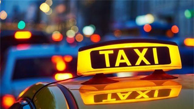Các chuyên gia cho rằng, việc gắn mào xe cho Grab hay các hãng taxi công nghệ khác là không cần thiết.