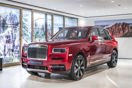 1. Rolls-Royce Cullinan (giá khởi điểm: 325.000 USD).