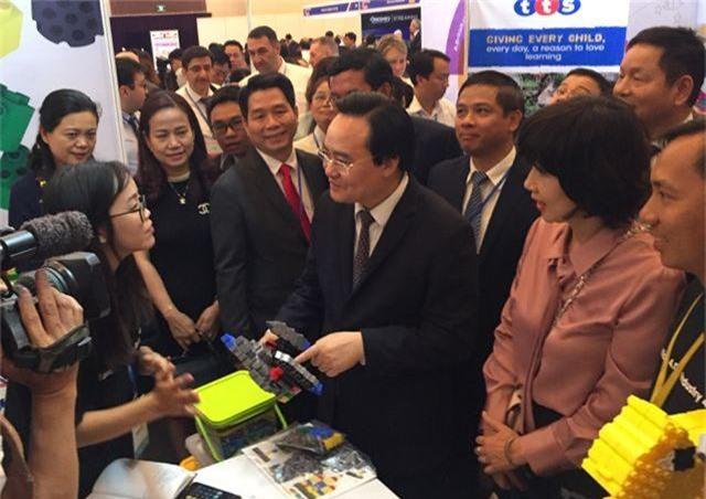 """Bộ trưởng Phùng Xuân Nhạ: """"Công nghệ tạo đột phá quan trọng trong đổi mới giáo dục"""" - 2"""