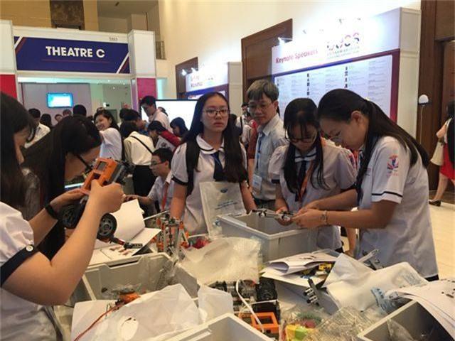 """Bộ trưởng Phùng Xuân Nhạ: """"Công nghệ tạo đột phá quan trọng trong đổi mới giáo dục"""" - 3"""