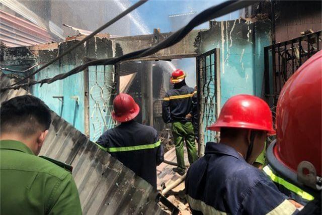 Hai vụ sập nhà, cháy nhà, một người tử vong, nhiều tài sản bị thiêu rụi - 2